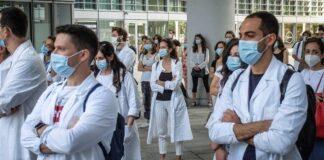 Κορυφαίος λοιμωξιολόγος Κρίστιαν Ντόστεν: Η πανδημία ξεκινά μόλις τώρα